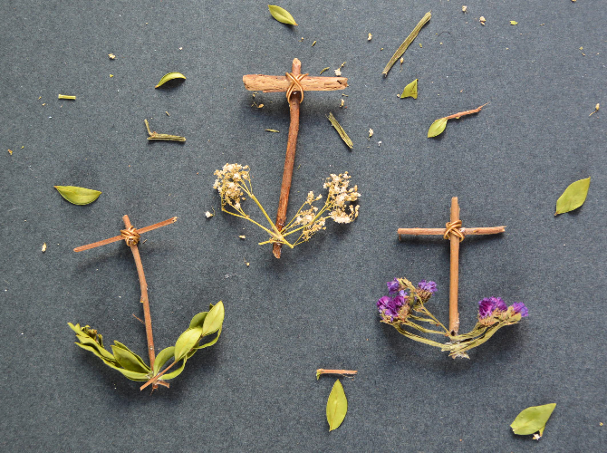Wild Amor DIY: Dried Flower Anchor Ornaments