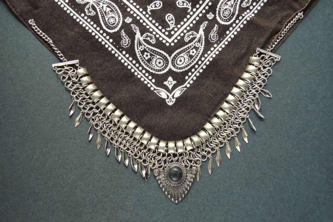DIY: Bandanna Necklace