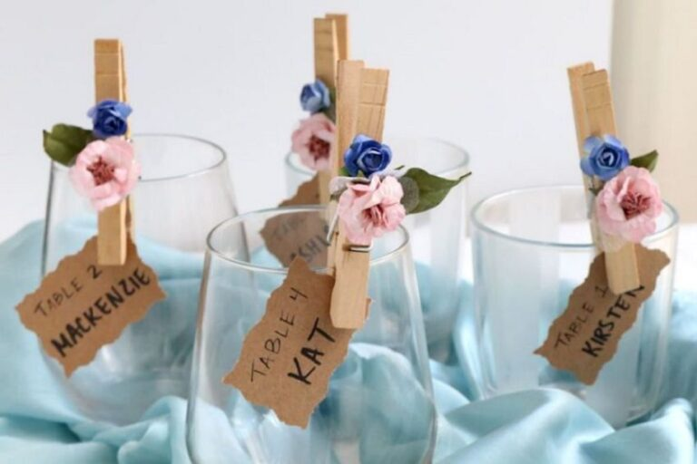 Weddingbee: Flower Petal Clothespin Place Cards