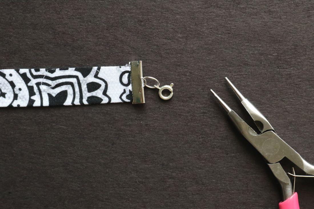 DIY: Bandanna Fabric Choker