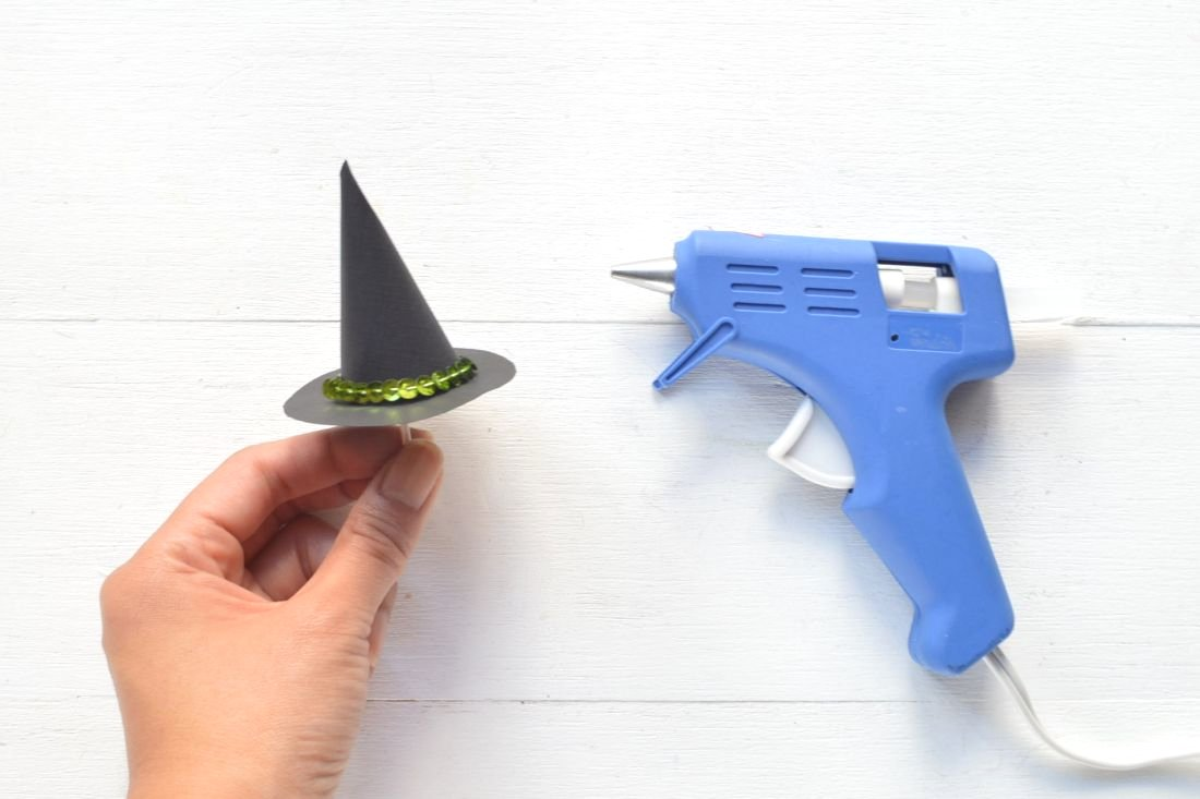 DIY: Witchy Halloween Cupcake Toppers