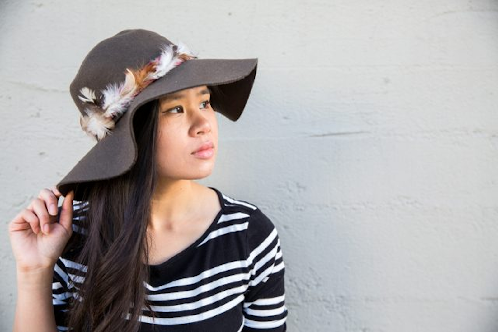 DIY: Feather Trim Floppy Hat